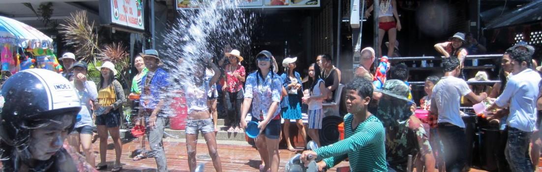 songkran-Pattaya-water-fight-Thailand-