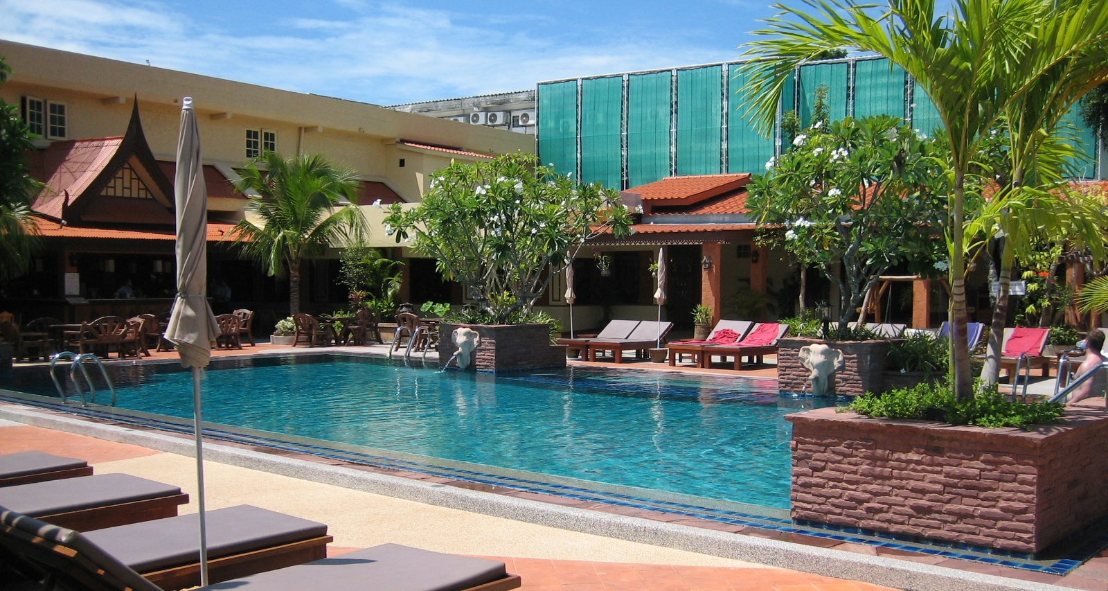 Pattaya low cost budget hotels the five star vagabond for Low budget hotel