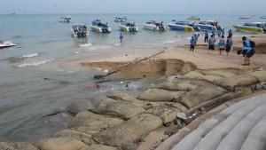 Storms-smash-Pattaya-beach