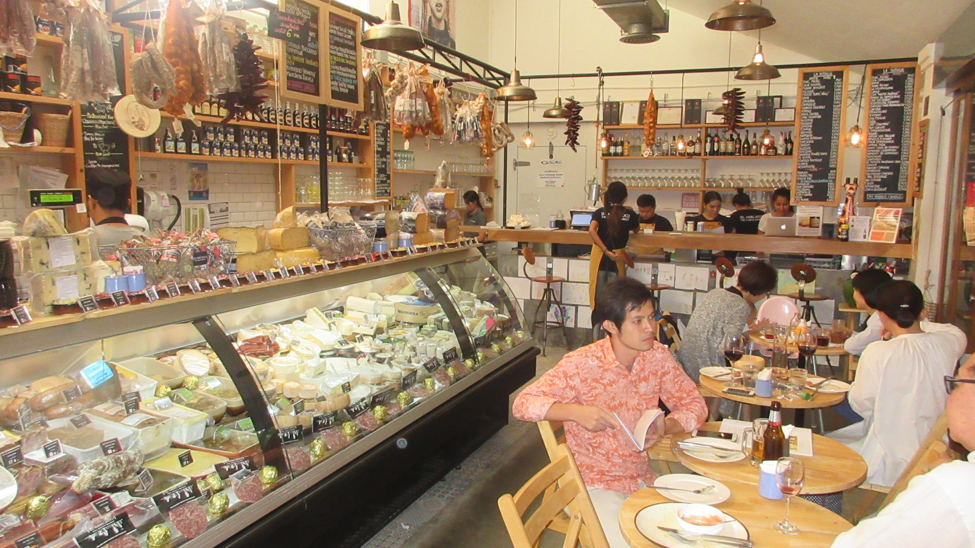 El-Mercado-Bangkok-Market-Grocery-Restaurant