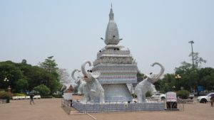 Taxi-tour-discovering-Vientiane